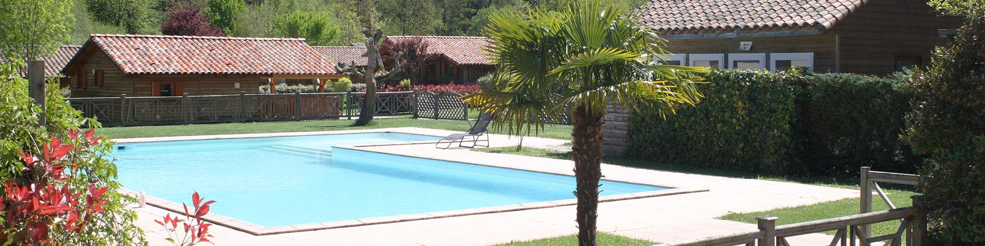 TAILLADE DE MONTSEGUR locations vacances Sud France, de type chalet en bois en Ariège dans les pyrénées avec piscine découverte